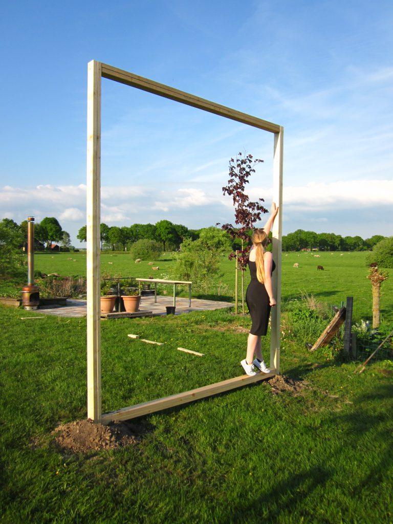 Aanzicht Haren in de Wind, Kunstinstallatie Haren-in-de-wind, portretten dorpsbewoners, LF2018, kunstenaar Wietske Lycklama à Nijeholt, Monique Jansma