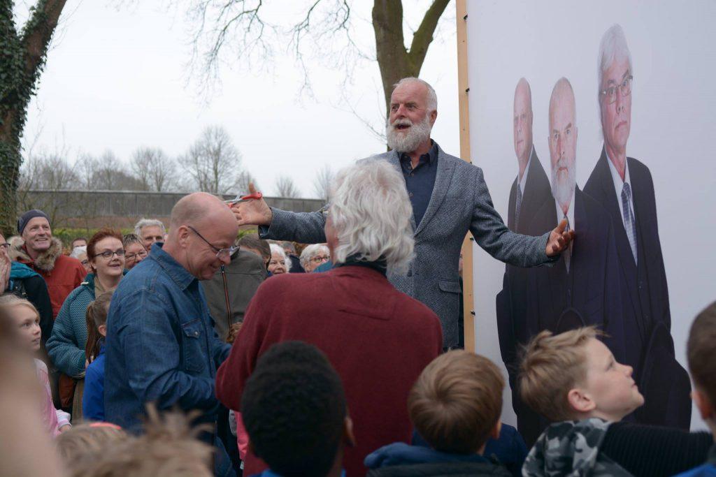 Feestelijke opening-Haren-in-de-Wind-vrijdag-13-april, met de burgemeester, replicakerk, kunstinstallatie-begraafplaats-Langezwaag, Under-de-Toer -LF2018, beeldende-kunst-lf2018, kunstenaar-Wietske-Lycklama-à-Nijeholt