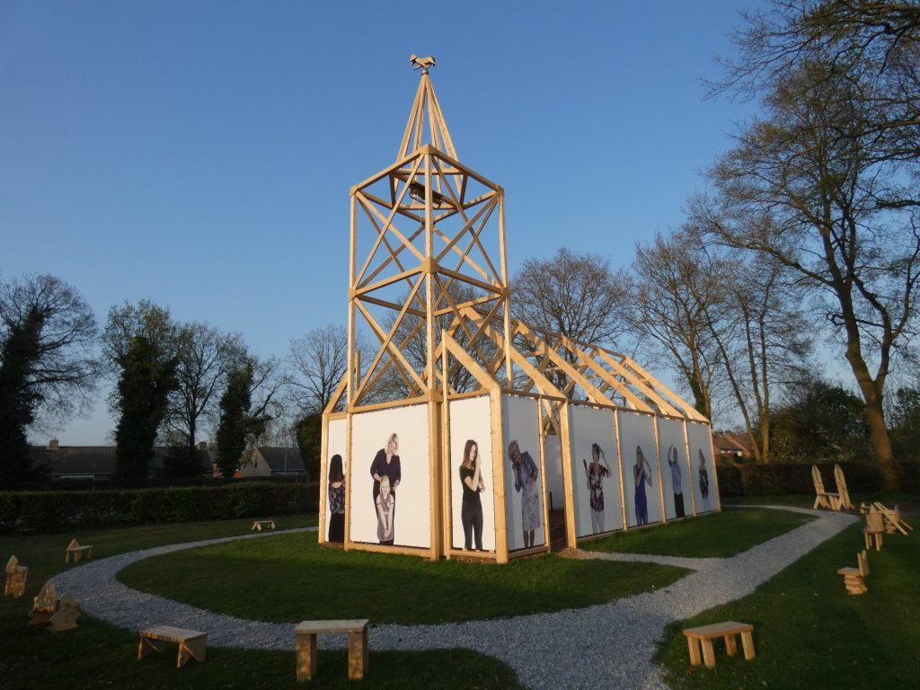 PR-Haren-in-de-Wind-replica-kerk-zonsondergang-april-Haren-in-de-Wind-replicakerk, kunstinstallatie-begraafplaats-Langezwaag, Under-de-Toer -LF2018, beeldende-kunst-lf2018, kunstenaar-Wietske-Lycklama-à-Nijeholt
