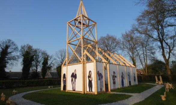 Haren-in-de-Wind-replica-kerk-zonsondergang-april-Haren-in-de-Wind-replicakerk, kunstinstallatie-begraafplaats-Langezwaag, Under-de-Toer -LF2018, beeldende-kunst-lf2018, kunstenaar-Wietske-Lycklama-à-Nijeholt