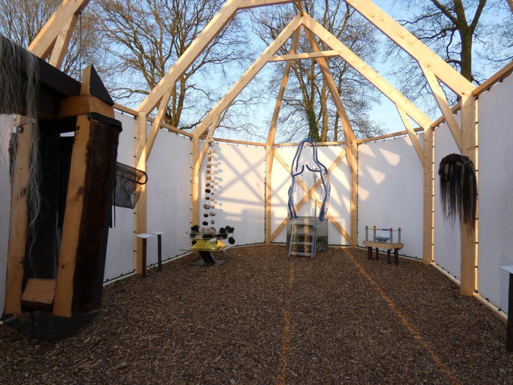 PR-interieur-replicakerk-Haren-in-de-Wind-april-Haren-in-de-Wind-kerk, kunstinstallatie-begraafplaats-Langezwaag, Under-de-Toer -LF2018, beeldende-kunst-lf2018, kunstenaar-Wietske-Lycklama-à-Nijeholt