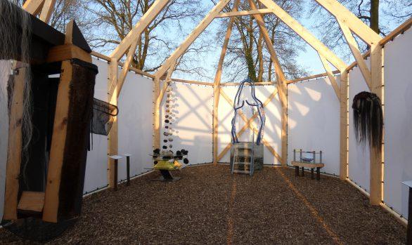 PR-interieur-replicakerk-Haren-in-de-Wind-april-kerk, kunstinstallatie-begraafplaats-Langezwaag, Under-de-Toer -LF2018, beeldende-kunst-lf2018, kunstenaar-Wietske-Lycklama-à-Nijeholt