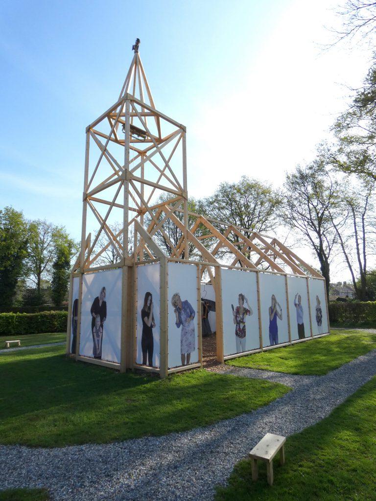 PR-replicakerk-Haren-in-de-Wind-april-LF2018-Haren-in-de-Wind-kerk, kunstinstallatie-begraafplaats-Langezwaag, Under-de-Toer -LF2018, beeldende-kunst-lf2018, kunstenaar-Wietske-Lycklama-à-Nijeholt