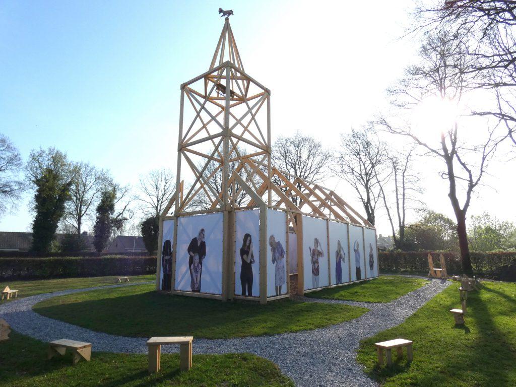 PR-replicakerk-Haren-in-de-Wind-april7-LF2018-Haren-in-de-Wind-kerk, kunstinstallatie-begraafplaats-Langezwaag, Under-de-Toer -LF2018, beeldende-kunst-lf2018, kunstenaar-Wietske-Lycklama-à-Nijeholt