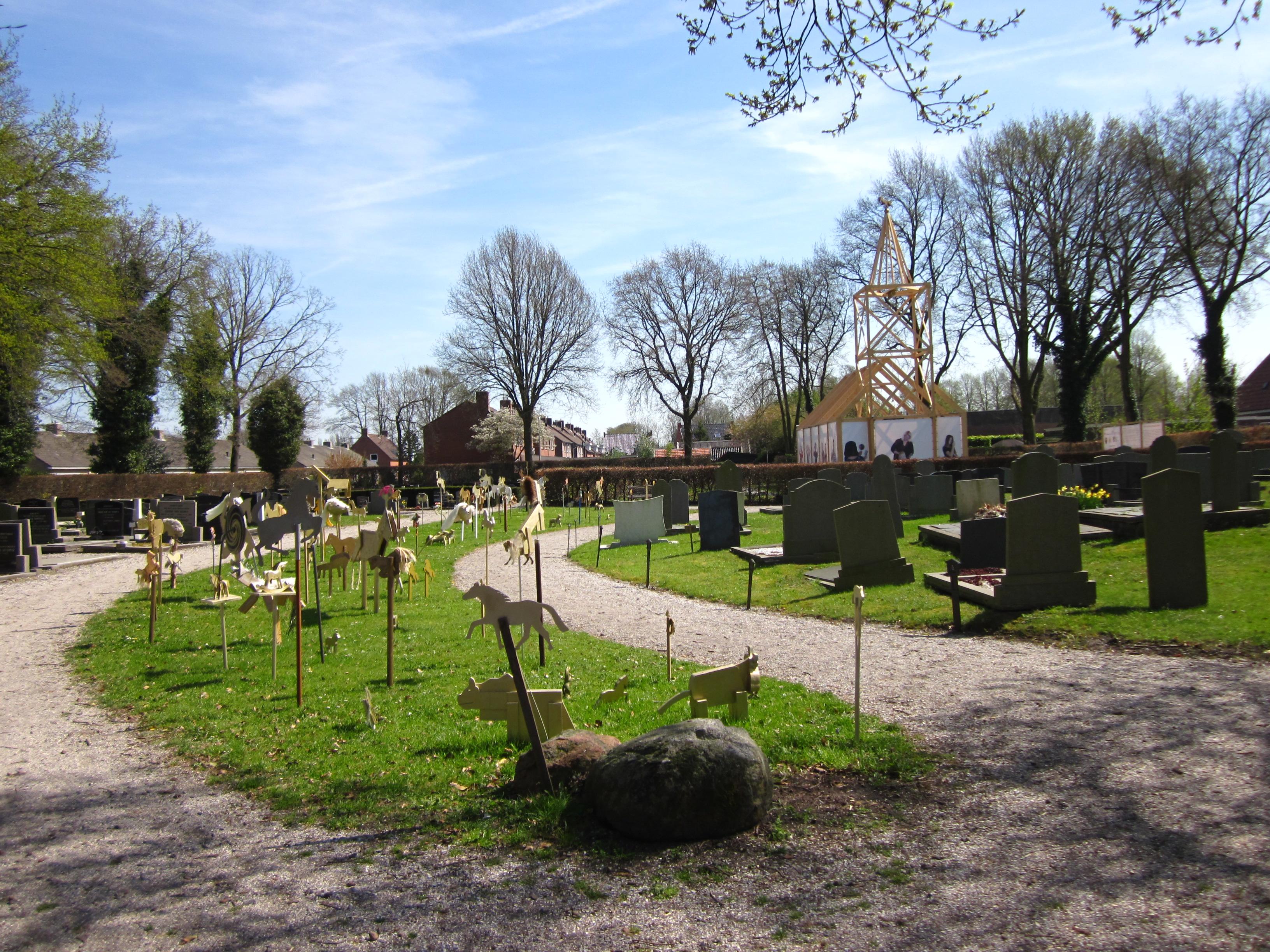 Haren-in-de-Wind-kerk, kunstinstallatie-begraafplaats-Langezwaag, Under-de-Toer -LF2018, beeldende-kunst-lf2018, kunstenaar-Wietske-Lycklama-à-Nijeholt