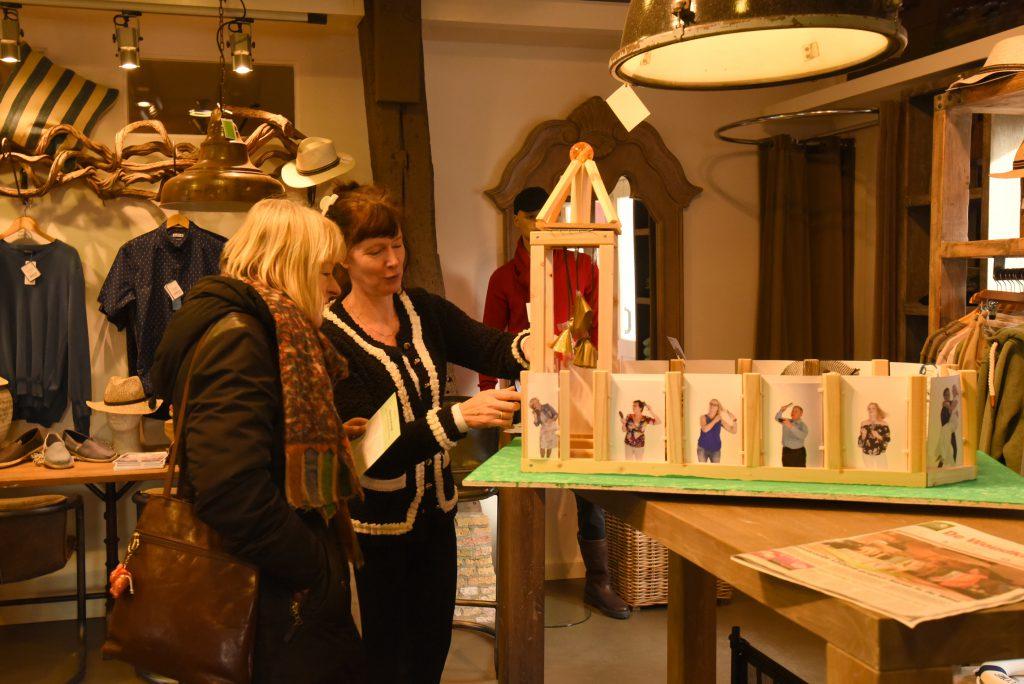 Presentatie-Haren-in-de-Wind-maquette-replicakerk, kunstinstallatie-begraafplaats-Langezwaag, Under-de-Toer -LF2018, beeldende-kunst-lf2018, kunstenaar-Wietske-Lycklama-à-Nijeholt.