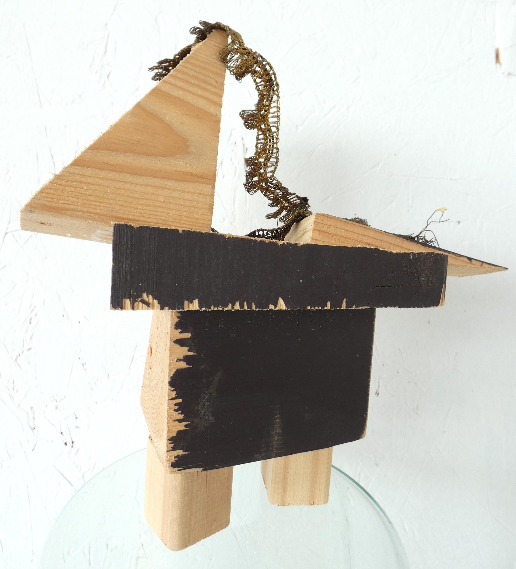 Antiek paardje, antique horse, kunstbeeld, artwork, artlovers, hout, gouden kant, kunst kopen, mixed media, sculptuur, kunstenaar Wietske Lycklama à Nijeholt