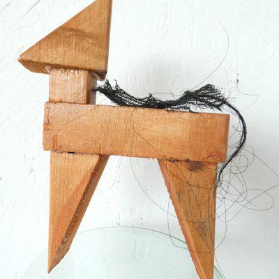 Fier paardje kunstbeeld, proud horse, paardenhaar, artwork, artlovers, hout, kunst kopen, artcollectors, sculpture, art at home, kunstenaar Wietske Lycklama à Nijeholt