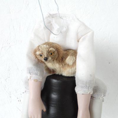 Hondsmoe kunstbeeld, art, artwork, sculptuur, textielkunst, kunst voor in huis, art at home, dutch artist Wietske Lycklama à Nijeholt
