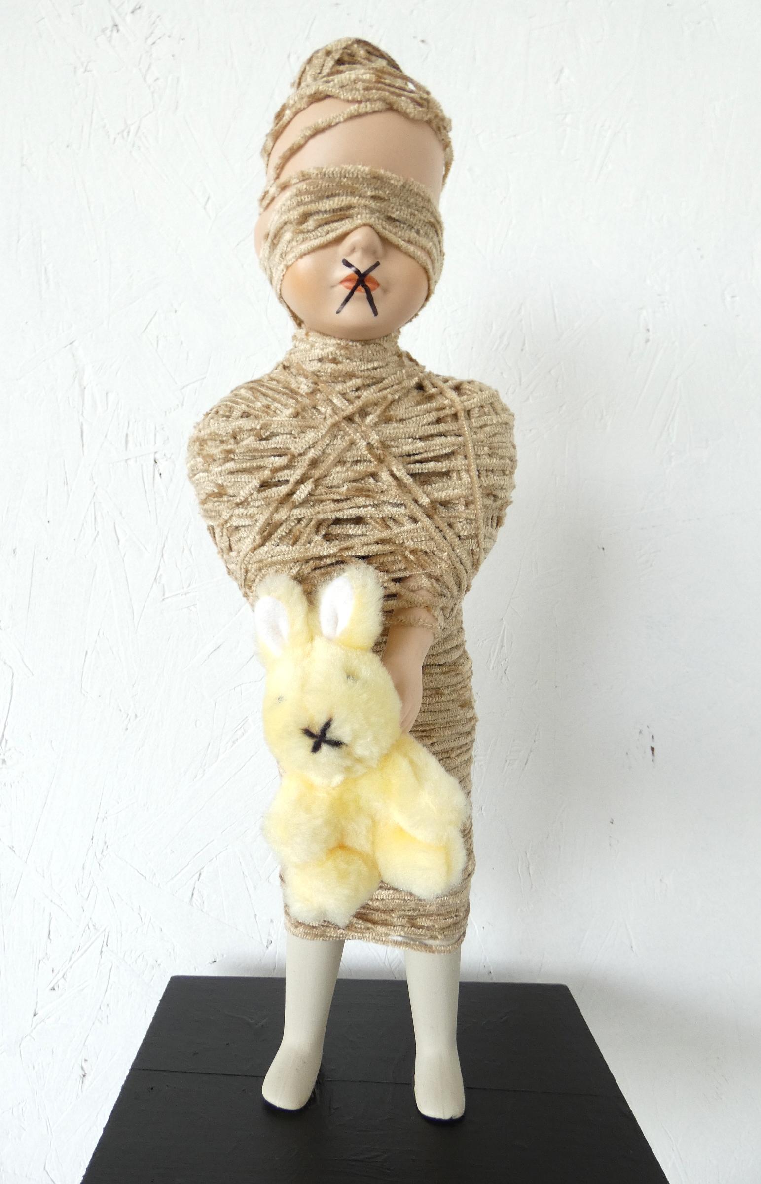 Monddood sculptuur, ruimtelijk werk, artwork, textielkunst, textiel art, dutchartist, kunstenaar Wietske Lycklama à Nijeholt