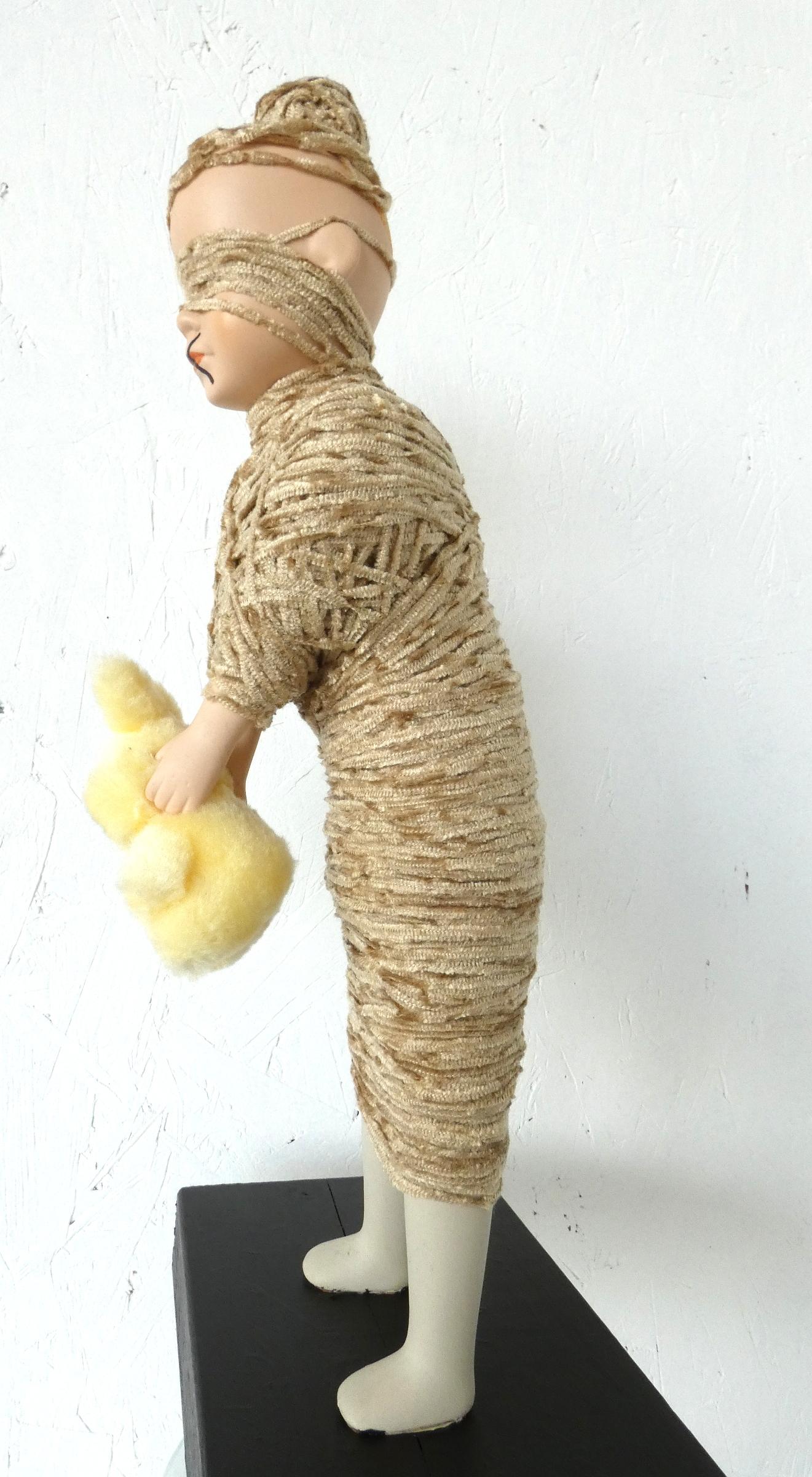 Monddood kunstbeeld, ruimtelijk werk, artwork, textielkunst, textiel art, dutchartist, kunstenaar Wietske Lycklama à Nijeholt
