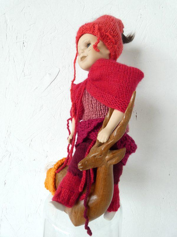Breisels rood, knits, textielkunst, kunstbeeld, ruimtelijk werk, textielkunst, textiel art, artwork, dutchartist, kunstenaar Wietske Lycklama à Nijeholt