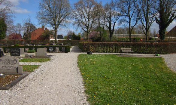 Begraafplaats Langezwaag overzicht voor de realisatie van de uitbreiding met urnenmuren, urnengraven en strooiveld