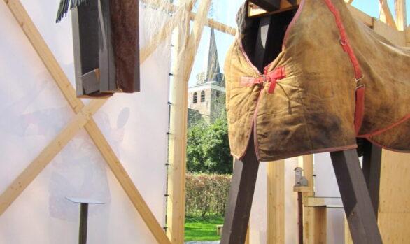 Paard-replicakerk-Haren-in-de-Wind-paardenhaar-Haren-in-de-Wind-replica-kerk, kunstinstallatie-begraafplaats-Langezwaag, Under-de-Toer -LF2018, beeldende-kunst-lf2018, kunstenaar-Wietske-Lycklama-à-Nijeholt